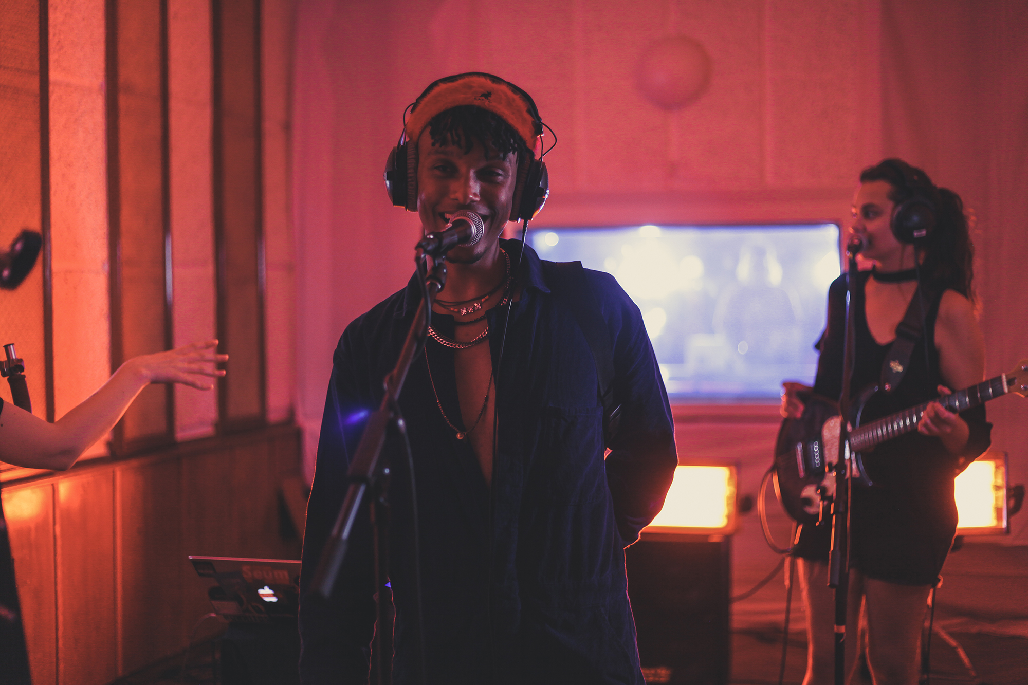 Pop Artist Rowan 'Gozi' Edwards Performs Live For Studio Sessions